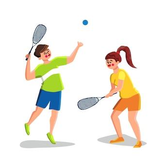 Squash-spiel, das jungen mann und frau spielt