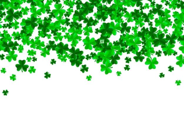 St. patrick tageshintergrund mit grünen hellen blättern des kleeblattklees
