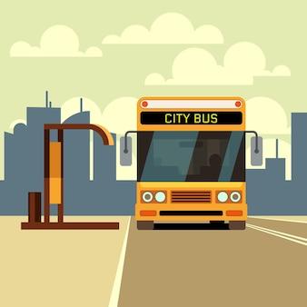 Stadtbus an bushaltestelle und städtische skyline im flachen stil.