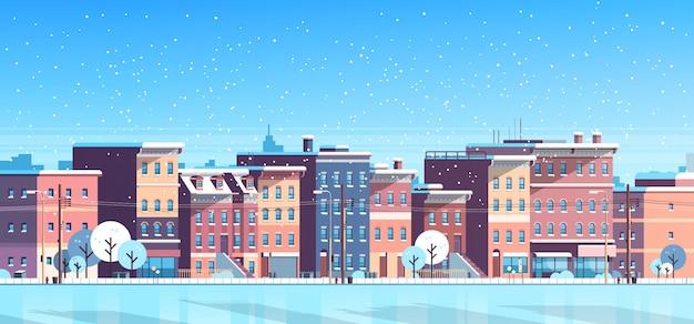 Stadtgebäude bringt winterstraßen-stadtbildhintergrund für weihnachten unter