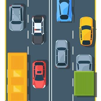 Stadtverkehr auf der autobahn draufsicht flach. stadtfahrzeuge auf der straße. schrägheck, geländewagen, limousine. lastwagen, polizeiauto und sportwagen. verschiedene automobile. buntes modernes auto auf fahrbahn.