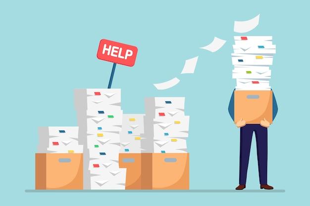Stapel papier, beschäftigter geschäftsmann mit stapel von dokumenten im karton, pappkarton, hilfeschild. papierkram. bürokratie. gestresster mitarbeiter.