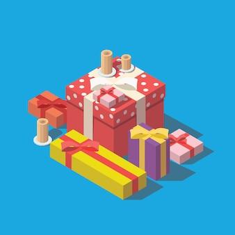 Stapel von bunten eingewickelten geschenkboxen.