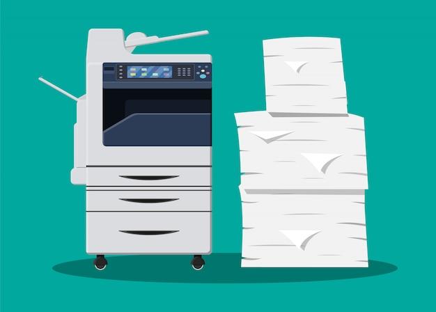 Stapel von papierdokumenten und drucker
