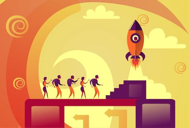Startvorstellung-geschäftsleute weltraumrakete, die neues ideen-entwicklungs-konzept fliegt