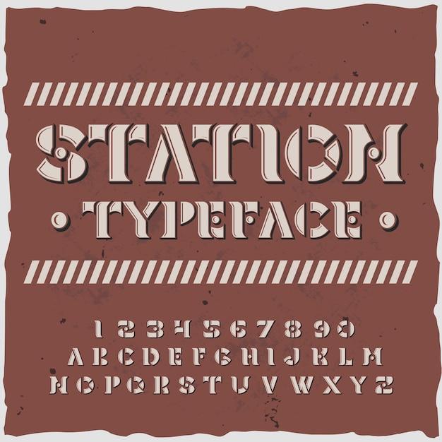 Station alphabet mit schrift verzierten buchstaben und ziffern im retro-stil mit schablonenplatten