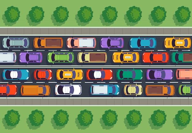 Stau draufsicht. viele autos auf der autobahn, verschiedene fahrzeuge von oben.