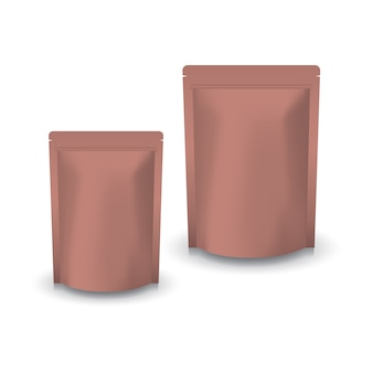 Stehender reißverschlussbeutel aus kupfer in 2 größen für lebensmittel oder gesunde produkte. isoliert auf weißem hintergrund mit schatten. gebrauchsfertig für das verpackungsdesign.