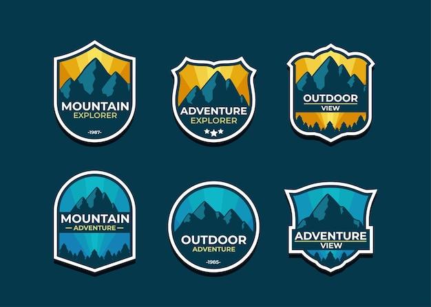 Stellen sie das berglogo und die abzeichen ein. ein vielseitiges logo für ihr unternehmen.