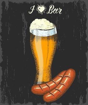 Stellen sie mit hand gezeichnetem becher bier und wurst ein. handgemachte beschriftung. skizzieren. oktoberfest-objekte