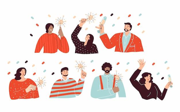 Stellen sie mit leuten ein, die neujahr wunderkerze oder ein glas champagner in den händen feiern verschiedene hautfarben