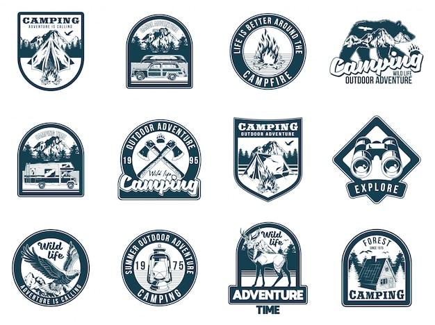 Stellen sie monochrome vintage camping-reise-abenteuer-embleme ein. abzeichen aufkleber design hipster reise illustration.