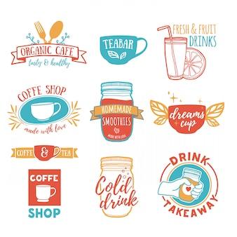 Stellen sie retro-vintage-logos für café, teebar ein. logo mit saft, smoothies und einer tasse tee