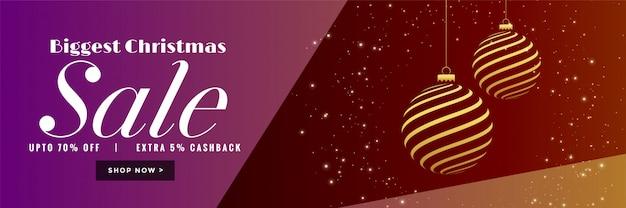 Stilvolle fahne des weihnachtsverkaufs mit kreativer goldener kugel