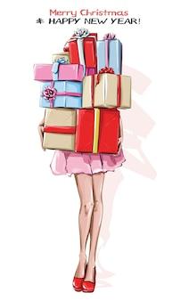 Stilvolle junge frau mit geschenkboxen