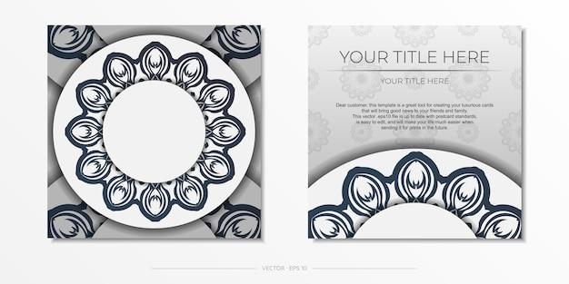 Stilvolles postkarten-design weiß mit dunkelblauen vintage-mustern. stilvolle einladung mit griechischer verzierung.