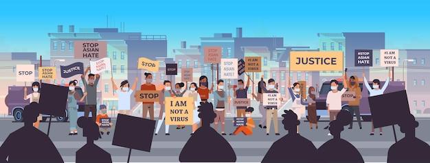 Stoppen sie asiatischen hass. menschen, die plakate gegen rassismus halten. unterstützung während der covid-19-coronavirus-pandemie Premium Vektoren