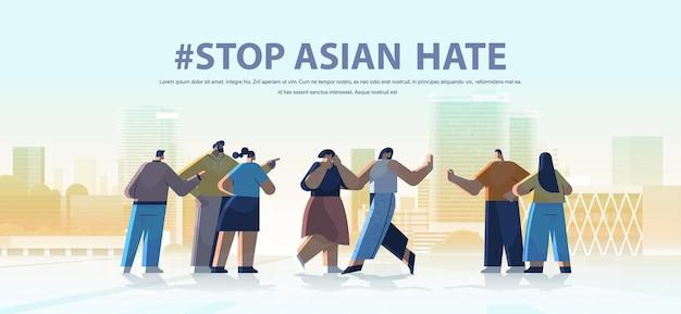 Stoppen sie asiatischen hass. mischlinge, die gegen rassismus protestieren Premium Vektoren