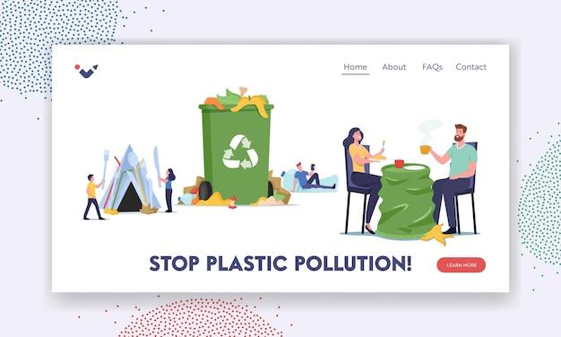 Stoppen sie die landingpage-vorlage der plastikverschmutzung. menschen, die in müll und chaos leben, unhygienische bedingungen. charaktere in dirty area essen und trinken mit müll herum. cartoon-vektor-illustration