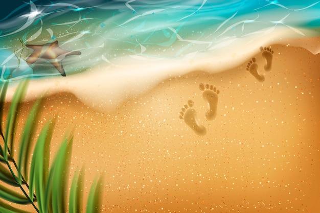 Strand im sommer. fußabdrücke im sand.
