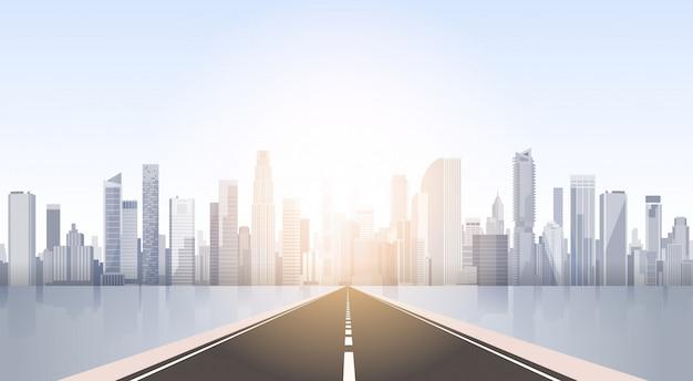 Straße zur stadt-wolkenkratzer-ansicht-stadtbild-hintergrund-skyline-schattenbild mit textfreiraum