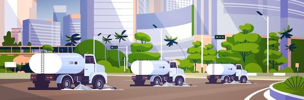 Straßenkehrwagen, die asphalt waschen