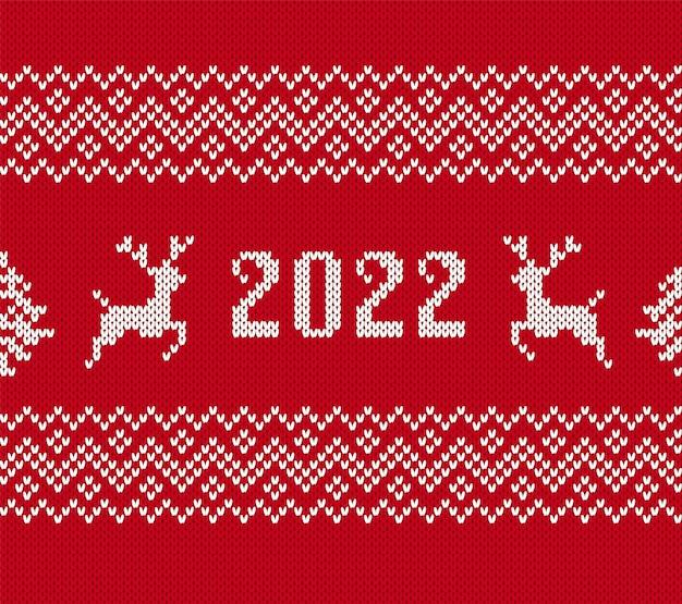 Stricken sie weihnachten 2022 mit hirschen, baum. nahtloses muster. vektor. roter pullover hintergrund
