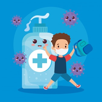 Student junge, der medizinische maske trägt, um coronavirus covid 19 mit niedlicher flaschendesinfektion zu verhindern