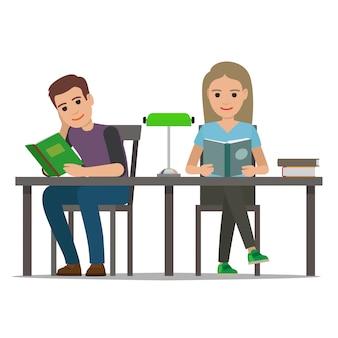 Studenten, die lehrbuch in der bibliotheks-ebene lesen