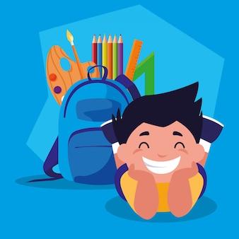 Studentenjunge mit schulbedarf, zurück zu schule
