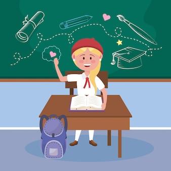 Studentin mit schreibtisch und buch mit rucksack