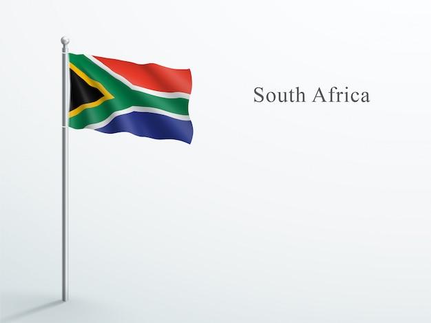 Südafrika-flagge, die auf stahlfahnenmast weht