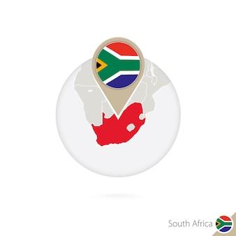 Südafrika-karte und flagge im kreis. karte von südafrika, südafrika-flaggenstift. karte von südafrika im stil der welt. vektor-illustration.
