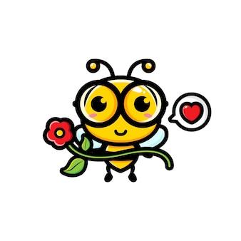 Süße biene, die hübsche blume hält