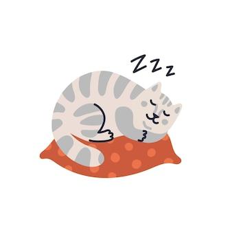 Süße getigerte katze schläft auf dem kissen