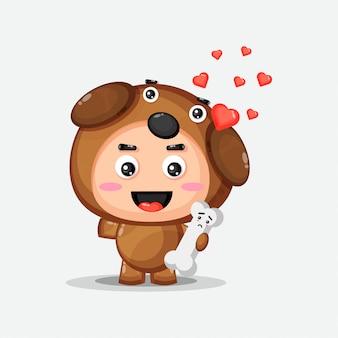 Süße hundemaskottchen bekommen knochen