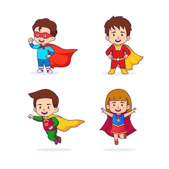 Süße kinder im superheldenkostüm