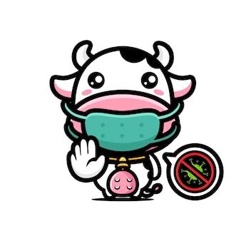 Süße kuh trägt eine maske und posiert, um das virus zu stoppen