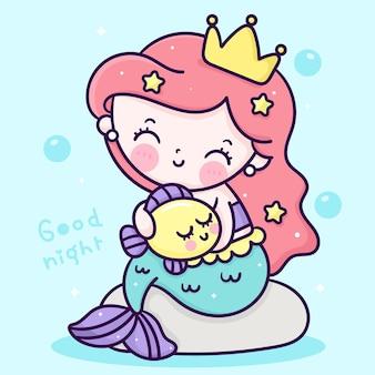 Süße meerjungfrau prinzessin cartoon umarmung kleiner fisch auf meeresfelsen kawaii illustration