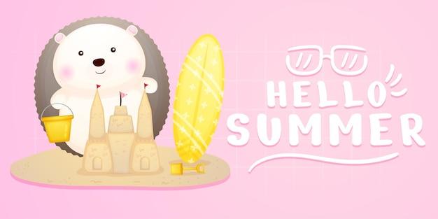 Süßer baby-igel macht sandburg mit sommergruß