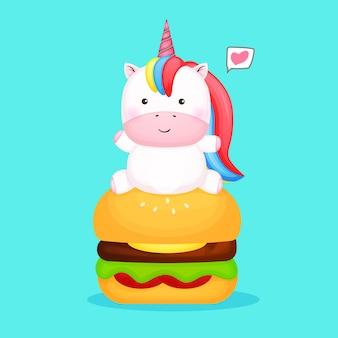 Süßes baby-einhorn setzt sich auf burger-cartoon