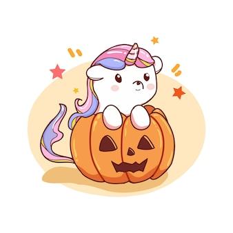 Süßes einhorn mit halloween-kürbis