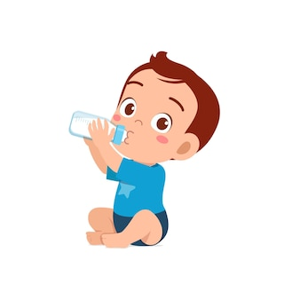 Süßes kleines baby trinkt milch aus der flasche