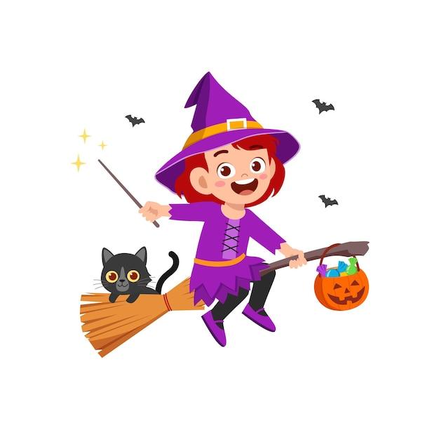 Süßes kleines mädchen trägt hexenkostüm für halloween