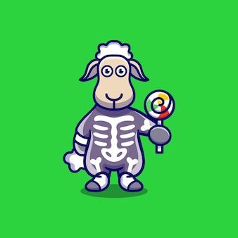 Süßes schaf, das skelett-halloween-kostüm trägt und lutscher trägt