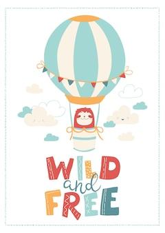 Süßes tier - faultier in einem ballon in den wolken. wilde und freie schrift