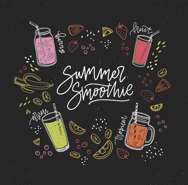 Summer smoothie handschriftliche inschrift, umgeben von erfrischenden gesunden getränken