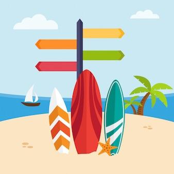 Surfbretter in einem strand auf seelandschaft