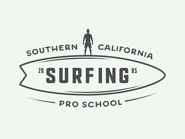 Surfen mit logos, etiketten, abzeichen