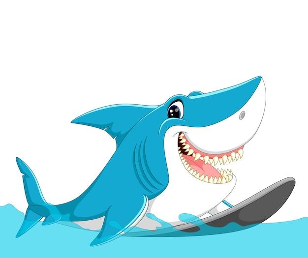 Surfende karikatur des netten haifischs